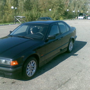 Продам автомобиль БМВ 318i